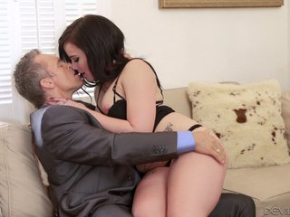 Amorous housewife welcomes hubby digs nigh a indigenous to blowjob in the sky their couch